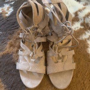 Steve Madden beige lace sandal - Size 5.5